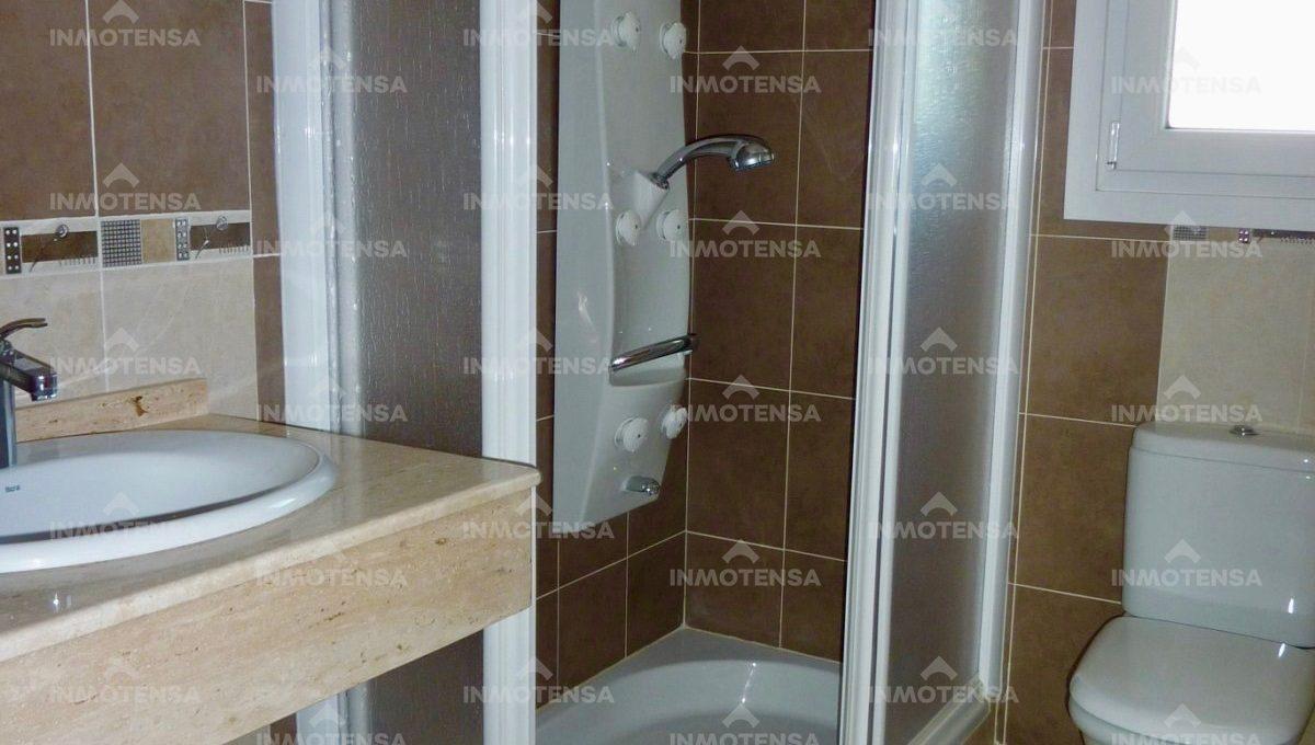 HOTV1357_14_bathroom 2