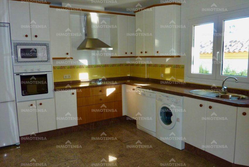 HOTV1357_4_kitchen