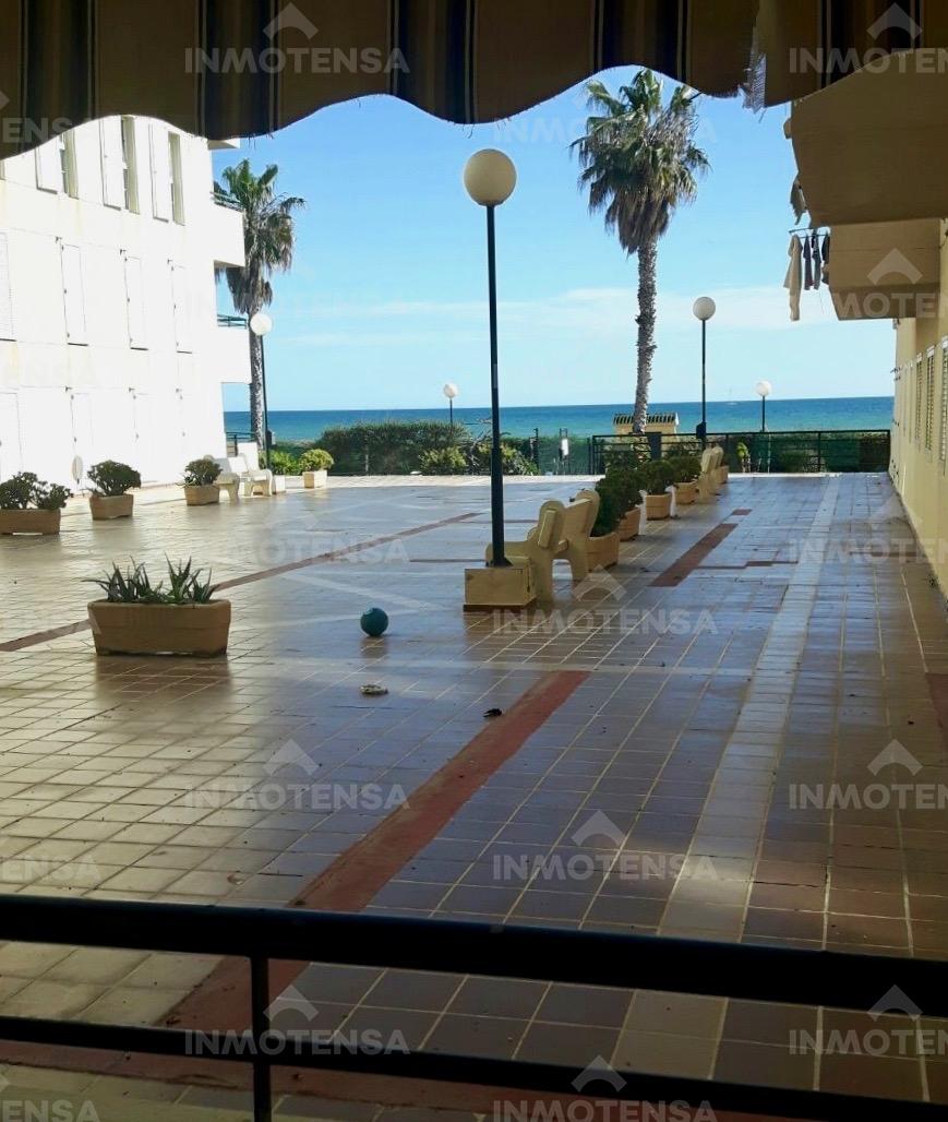 Piso en primera linea de playa en Benajarafe. Málaga.