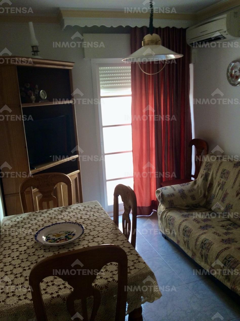 Piso de 4 dormitorios en Calle Doctor Marañon, Zona centro de Coín, Plaza de Andalucia.